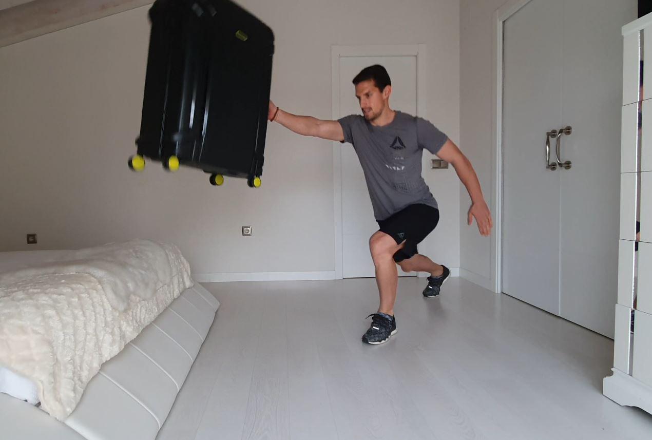Yo entreno en casa / Día 20: Entrena con una maleta