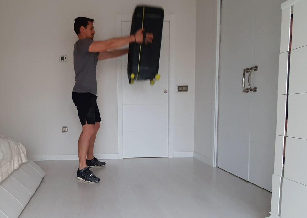 Yo entreno en casa / Día 21: Entrenamiento con maleta (2ª parte)